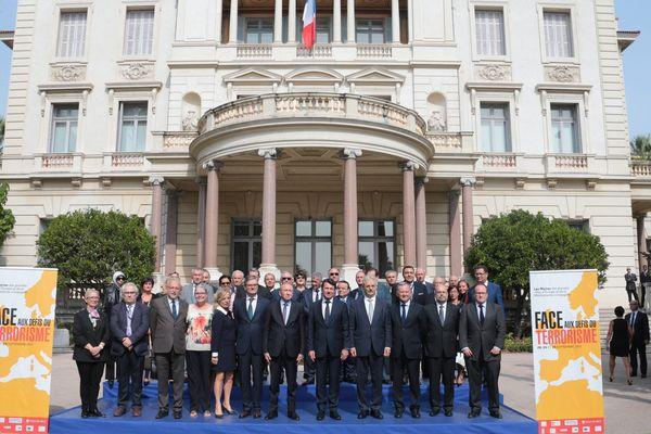 La photo officielle des signataires de la Déclaration de Nice