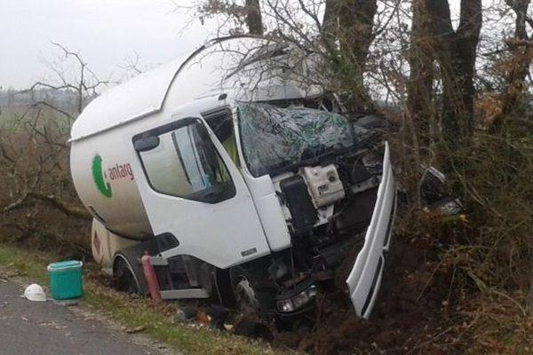 La camion transportant du gaz accidenté ce mardi matin.