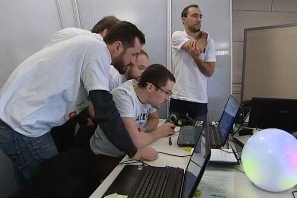 160 informaticiens s'affrontent par équipe pour relever des défis.