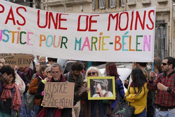 Une marche pour Marie Belen, l'étudiante gardoise assassinée un portable, à Marseille le 15 avril 2019.