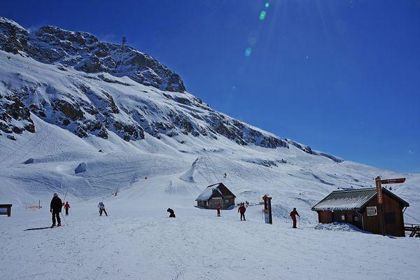 La station de ski de Vaujany, en Isère, ne sera pas ouverte pour du ski alpin avant le 7 janvier, minimum.