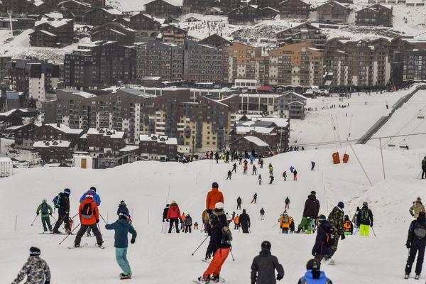 Des skieurs sur les pistes de Val Thorens, en Savoie.