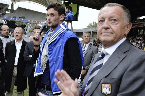 Hugo Lloris, le gardien cédé pour 10 millions d'euros au club anglais de Tottenham lors de ses adieux à Gerland.
