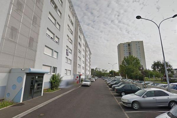 La scène a eu lieu dans l'un des immeubles de la rue de Madrid, à Colmar.
