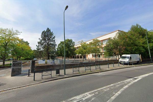 L'école primaire Georges Sand à Nantes où ont été détectés des cas de variants britanniques de la covid-19 est fermée jusqu'au 21 février