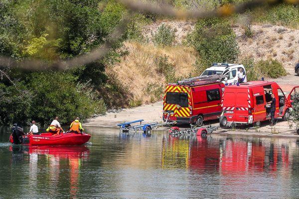 Avignon (Vaucluse) - îles Piot où le corps de Sarah, 11 ans, repêché dans le Rhône a été ramené par les pompiers-plongeurs - 23 juillet 2020.