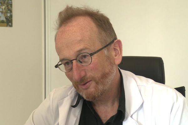 La plainte déposée par la société de pathologie infectieuse de langue française, dont le Pr Pierre Tattevin, infectiologue au CHU de Rennes, est le président, a contribué à ce que le Conseil de l'Ordre des médecins des Bouches-du-Rhône poursuive le Pr Didier Raoult.