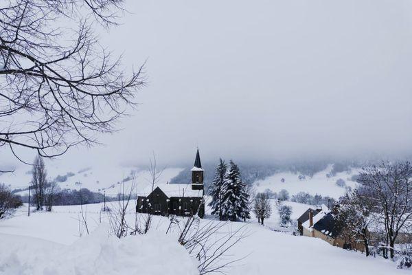 Sur le plateau de l'Aubrac (Lozère), plus de 80 centimètres de neige sont tombés en l'espace de 12 heures.