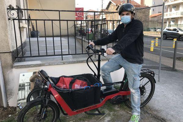 Depuis septembre 2020, Ugo Angileri a créé son entreprise de plomberie à vélo.