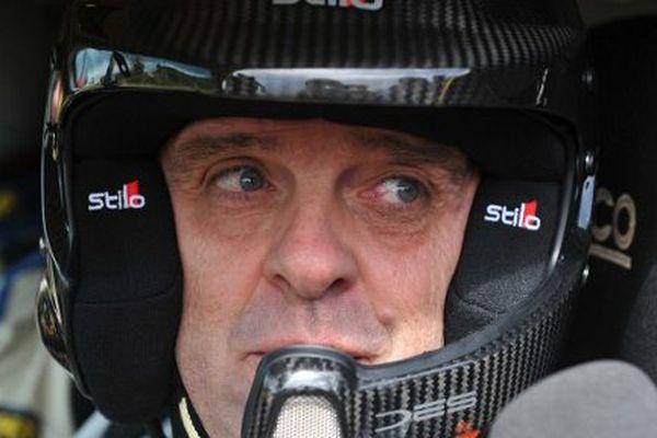 Philippe Croizon dans le cockpit de son véhicule tout-terrain.