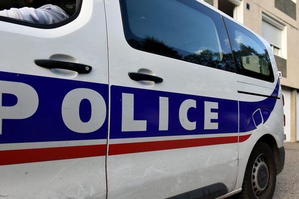 La police de Grenoble a ouvert une enquête après la mort d'un homme ayant chuté du 13e étage d'un immeuble. (Illustration)