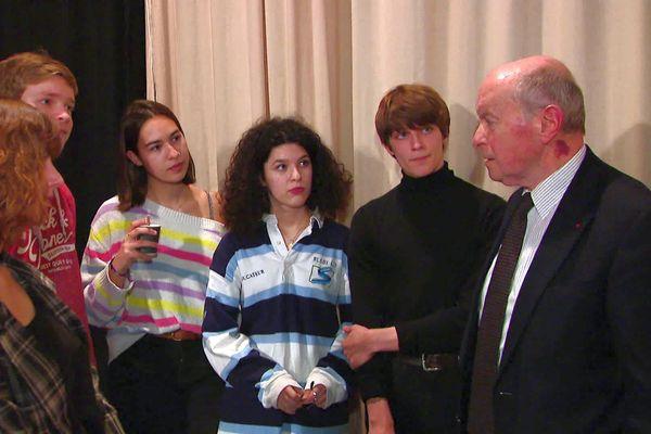 """Jacques Toubon a tenu à saluer le travail des jeunes réalisateurs pour leur court-métrage """"Camille"""", contre le harcèlement scolaire. 17 février 2020."""