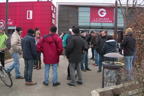 Une action citoyenne pour protester contre l'ouverture de Géant Casino le dimanche, les jours fériés, parfois sans hôtesses de caisse.