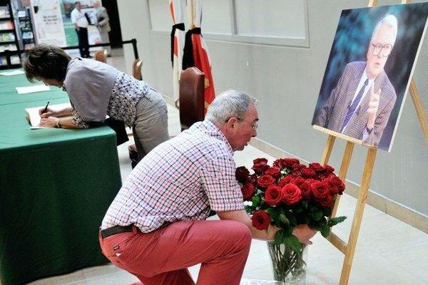 De nombreux Lillois ont déjà rendu hommage à leur ancien maire depuis son décès vendredi.