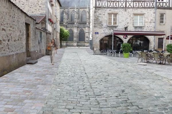 Rue des Allois à Limoges: un grand chantier va démarrer à partir du 3 novembre pour donner un nouveau visage au quartier piéton de la Cité