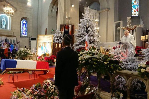 Le père Gil Florini pour l'enterrement de Jeanne Augier.