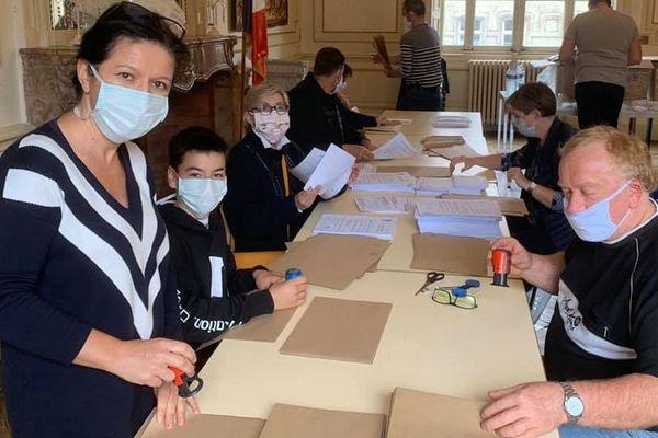 Préparation de l'envoi des masques à la mairie de Vesoul