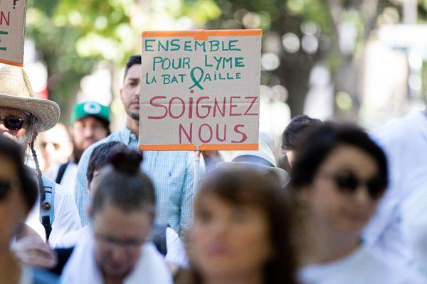 03 juin 2019. Manifestation contre la maladie de Lyme, devant l' Assemblée Nationale.