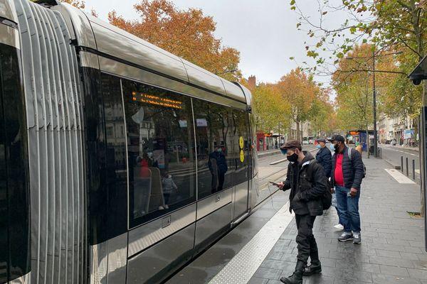 La circulation des tramways est perturbé à Tours (Indre-et-Loire).