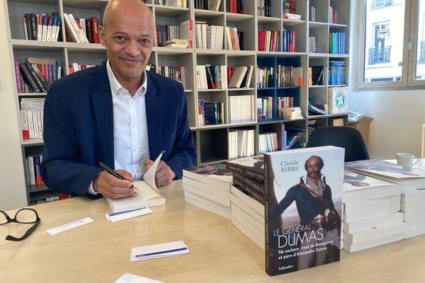 """Dans son nouvel ouvrage """"Le Général Dumas"""", Claude Ribbe raconte les faits d'armes du père de l'écrivain, né esclave et devenu général."""