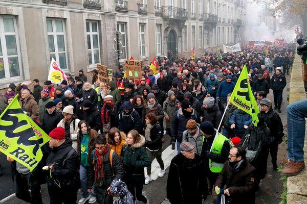 Le cortège de manifestants contre la réforme des retraites, le 5 décembre 2019 à Nantes