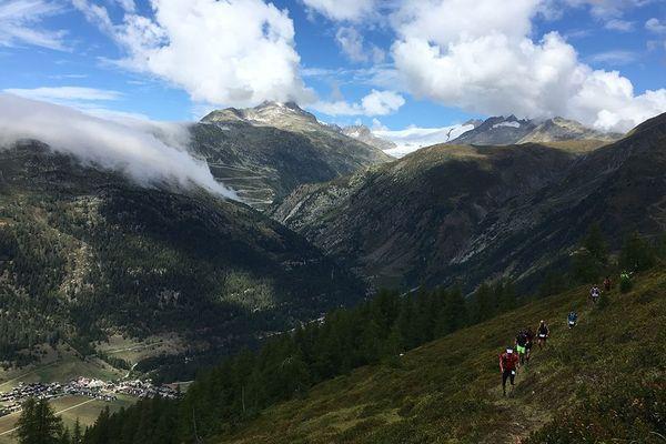La plus longue et difficile course de trail, la Swiss Peaks démarre à Oberwald en Valais (Suisse alémanique) et se termine à Le Bouveret à côté du Lac Léman.