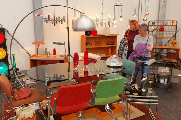 Mobilier, luminaires, bibelots... des centaines d'objets sont exposés au salon du vintage à Strasbourg.