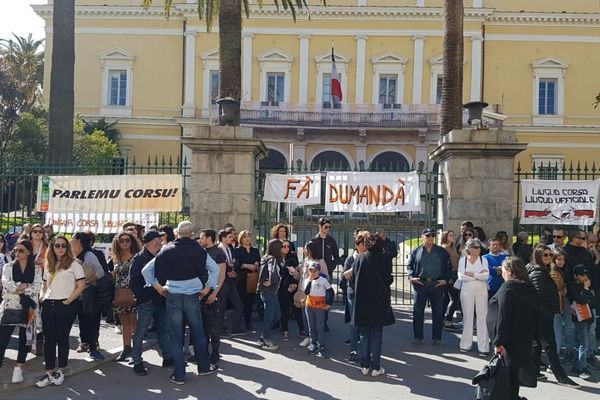 Manifestation pour la langue Corse devant la préfecture d'Ajaccio ce samedi 23 mars