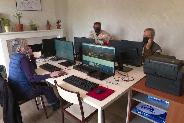 Un espace de travail partagé avec notamment une salle informatique est proposé à Châteauneuf-Val-de-Bargis dans la Nièvre.