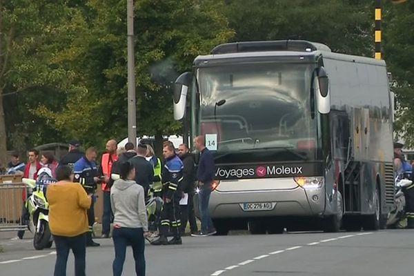 Un bus transportant des migrants à Grande-Synthe ce mardi