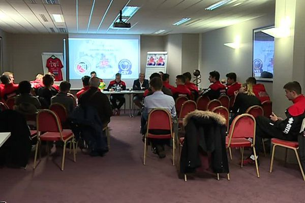 A la veille d'un match de championnat à Tourcoing,toute l'équipe du CVB52 était présente à René Tys pour présenter sa future compétition : la Ligue des Champions.