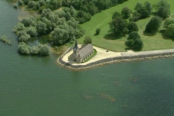 Vue aérienne de l'église du lac du Der (Giffaumont)