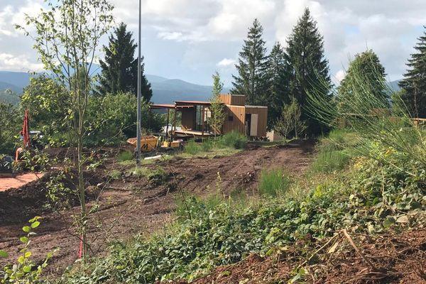 La fin du chantier du village forestier à Plaine est annoncée pour octobre, le public y sera accueilli à partir du 22.