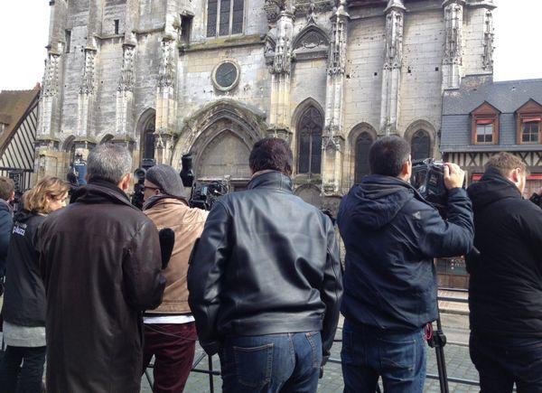 Les journalistes parmi la foule