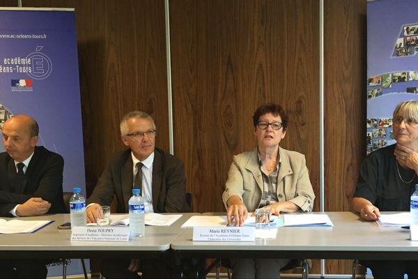 Marie Reynier (troisième en partant de la gauche), la rectrice de l'académie d'Orléans-Tours, a présenté les nouvelles mesures mises en place dans les établissements scolaires effectifs dès le jeudi 1er septembre. Orléans, le 30 août 2016.