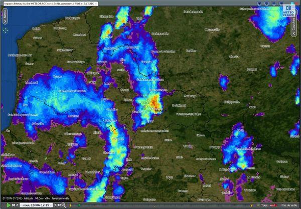 Sur cette carte, on aperçoit en rouge le violent orage survenu dans le Cambrésis mercredi soir, avec des précipitations intenses.