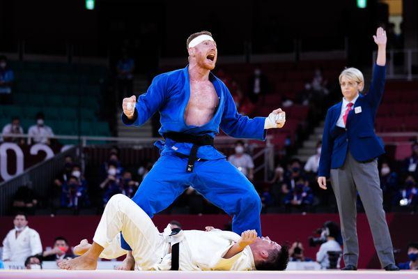 Le Haut-Marnais Axel Clerget exulte après sa victoire face au Japonais Mukai Shoichiro en finale par équipe mixte aux Jeux Olympiques de Tokyo