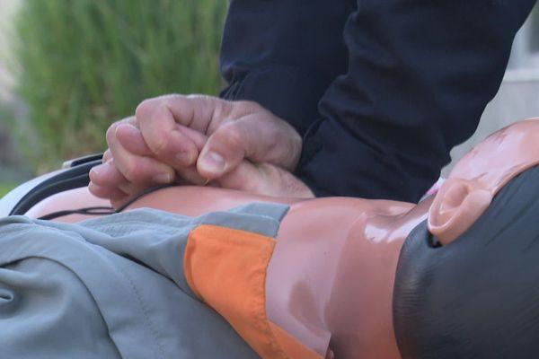 Dans le cas d'un arrêt cardiaque, un massage externe est primordial dès les premières minutes.