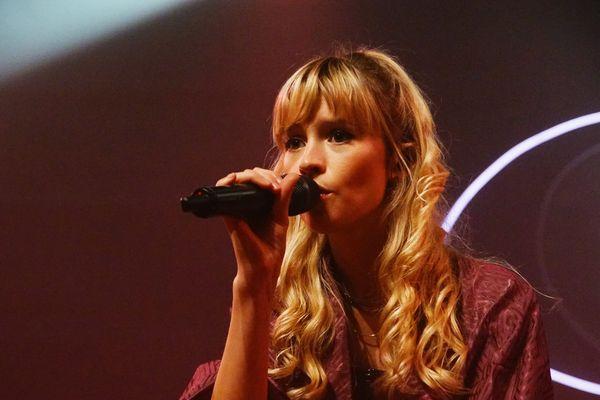 Angele en concert à Angers en décembre 2018