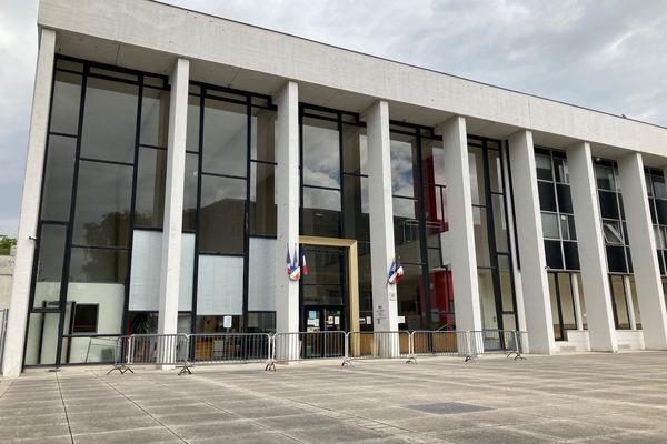 Le tribunal de Charleville-Mézières, où était jugée l'affaire du TER de Saint-Pierre-sur-Vence.