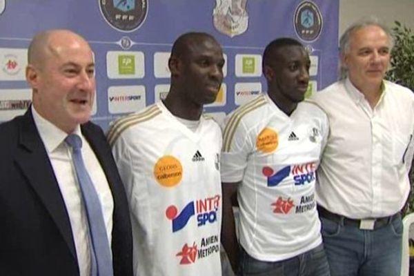 Ernest Seka et Moussa Marega aux côtés de Francis de Taddéo, l'entraîneur de l'ASC
