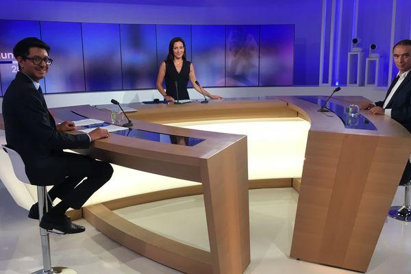 Sur le plateau de France 3. A gauche, Karim Amrouni. Au centre, Virna Sacchi. A droite, Guillaume Delbar.