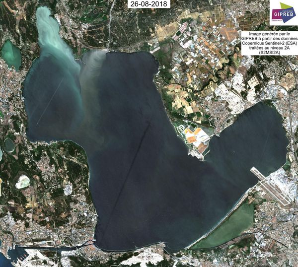 La malaïgue (eaux blanches) est visible au Nord de l'étang de Berre, dans l'anse de Saint-Chamas