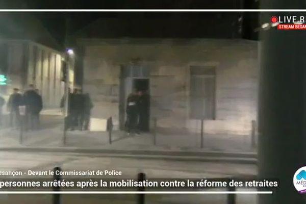 Le face à face entre manifestants et policiers a-t-il dérapé avec des propos homophobes tenu par un fonctionnaire ? Une enquête administrative a été ordonnée par le Préfet du Doubs.