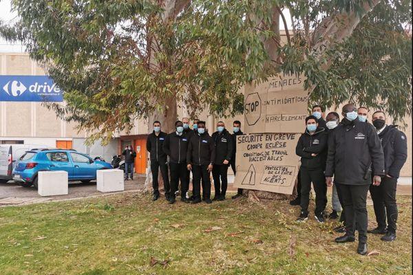 Une quinzaine d'agents de sécurité du Carrefour Lattes en grève pour une Prime de risque face aux gestes sanitaires contre la Covid-19 à appliquer