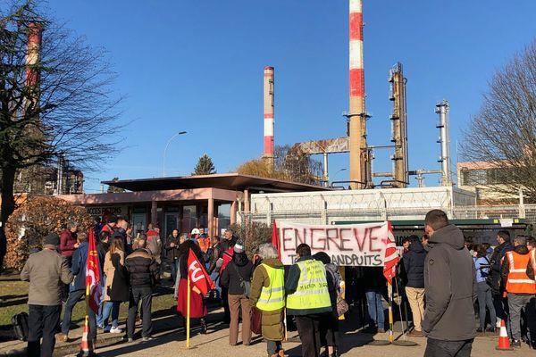 400 salariés environ travaillent à la raffinerie de Grandpuits, qui produit 5 % des carburants transformés consommés en France.