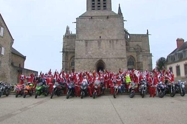 Houppelande à la place du cuir, mais le Père Noël reste...un biker, avant de s'élancer cet après-midi à Limoges !