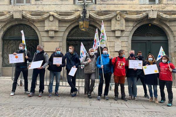 Une dizaine de professeurs d'EPS s'est rassemblée devant le rectorat de Montpellier ce mercredi pour crier leur incompréhension - 20 janvier 2021