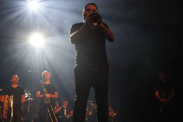 Près de 2 000 personnes sont venus applaudir Ibrahim Maalouf ce mercredi soir au Surgères Brass Festival.