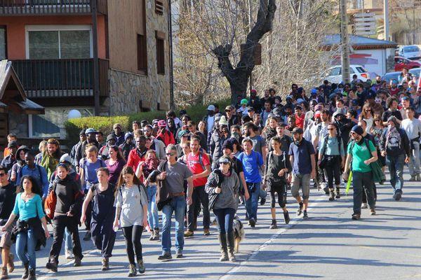 Le cortège pro-migrants à son arrivée à Briançon